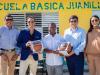 Entregan materiales para remozamiento de escuela en Juanillo