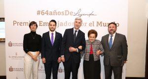 El Embajador celebra 64 aniversario y entrega reconocimiento anual