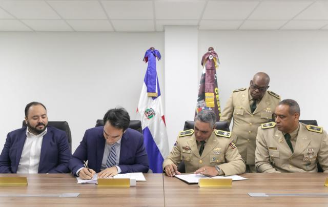Philip Morris y CESFRONT firman acuerdo de cooperación contra comercio ilícito de cigarrillos