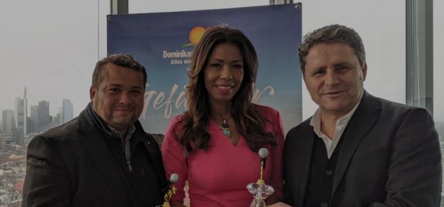 """OPT de RD recibe de Radio Group el premio a la mejor campaña por el """"Susurrador de Ballenas"""""""