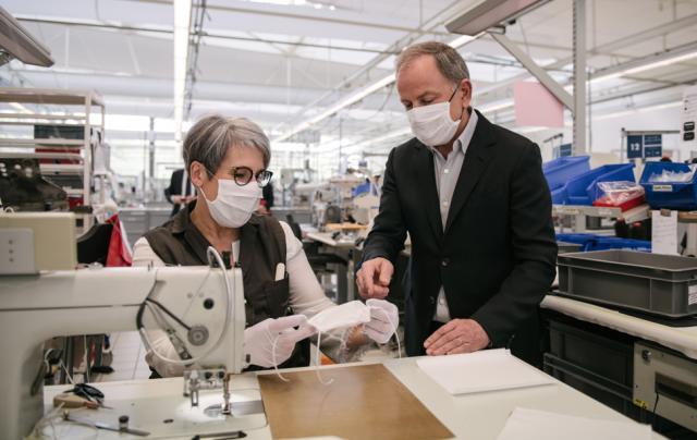 Louis Vuitton readapta sus talleres para la elaboración de máscaras no quirúrgicas