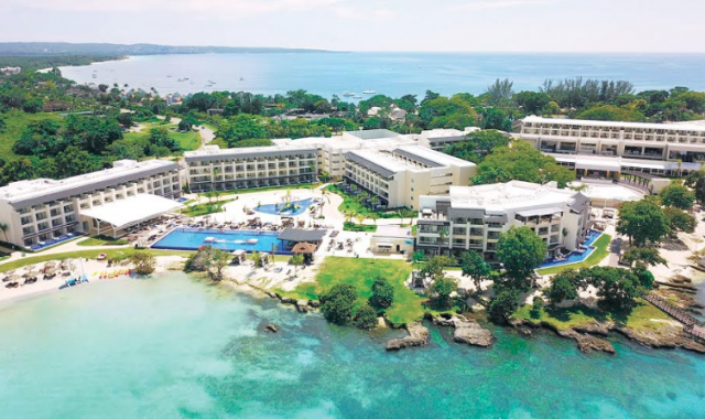 Blue Diamond Resorts reabrirá cinco resorts en julio