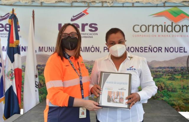 Cormidom inaugura proyecto de rehabilitación de redes para llevar energía a comunidades cercanas a su mina