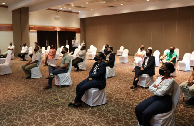 Empresas hoteleras de La Romana y Bayahibe reciben capacitación sobre prevención de eventos climáticos