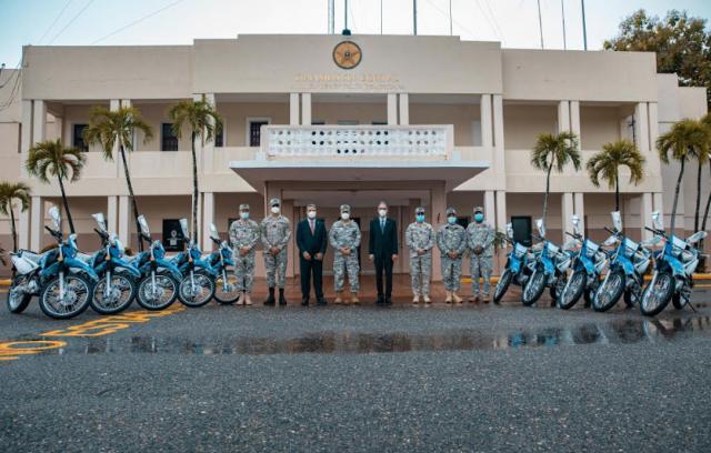 Banco Popular realiza donación de motocicletas a la Armada Dominicana