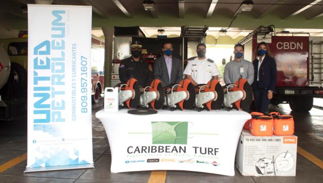 United Petroleum dona equipos de salvamento de la marca STIHL a Cuerpo de Bomberos de Santo Domingo
