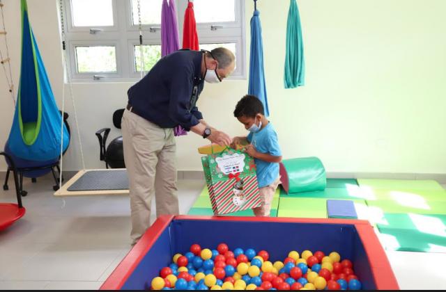 Embajador de Israel visita el Centro de la Diversidad Infantil Puntacana y realiza importantes donaciones